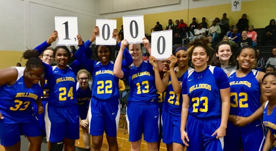 Trinity+Edwards+%28%2323%29+poses+with+her+teammates+after+scoring+her+1000th+point.+