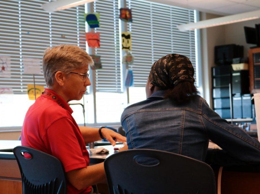 Science+teacher+DeAnn+Peterson+helps+a+student+during+STAR+period.+