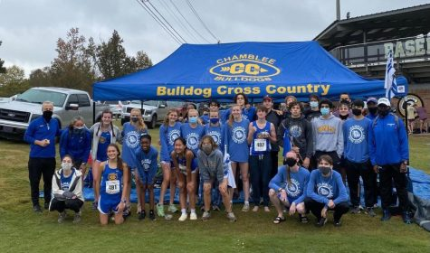 Chamblee Cross Country takes a group photo.